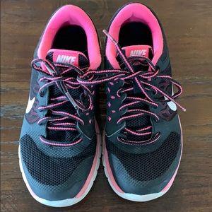 Girl's Nike Flex Size 3.5